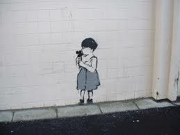 ילדה וקיר